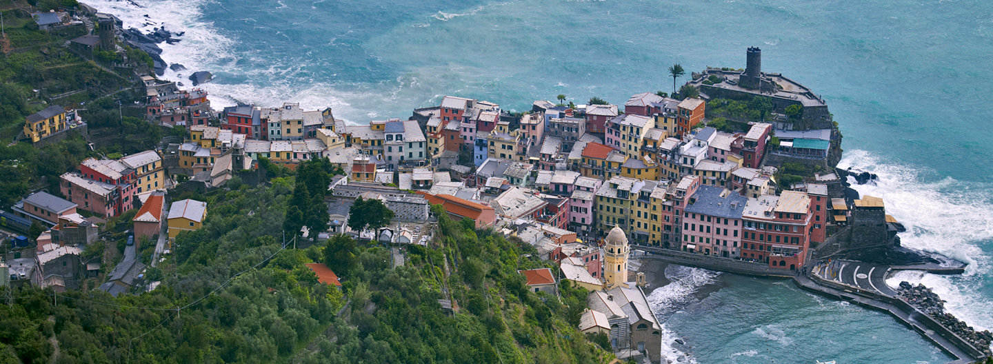 VERNAZZA OVERVIEW, CINQUE TERRE, ITALY